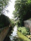 Paisaje con el canal del agua en Brujas, Bélgica imagen de archivo libre de regalías
