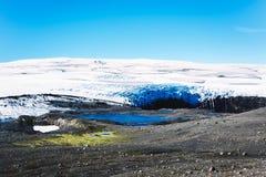 Paisaje con el glaciar y el lago en Islandia fotos de archivo