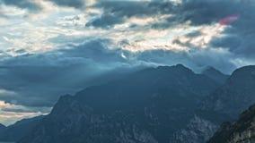Paisaje con el lago Garda Torbole, Trentino, Italia almacen de metraje de vídeo