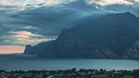 Paisaje con el lago Garda Torbole, Trentino, Italia metrajes