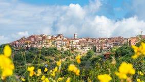Paisaje con el pueblo de Capoliveri, isla de Elba, Italia foto de archivo
