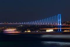 Paisaje con el puente de Ataturk (puente de Bosphorus) Foto de archivo libre de regalías