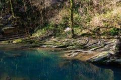 Paisaje con el río Agura de la montaña foto de archivo libre de regalías