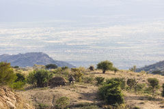 Paisaje con la choza tradicional Valle de Omo etiopía Fotos de archivo