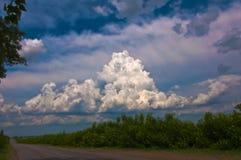 Paisaje con la nube Fotografía de archivo libre de regalías