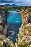 paisaje con la orilla del océano en Asturias, España Imagen de archivo