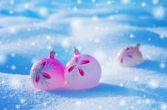 Paisaje con las bolas de la Navidad Imagen de archivo libre de regalías