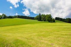 Paisaje con las colinas en Austria Imagen de archivo libre de regalías