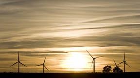 Paisaje con las turbinas de viento Fotografía de archivo libre de regalías