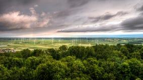 Paisaje con los molinoes de viento Fotografía de archivo libre de regalías
