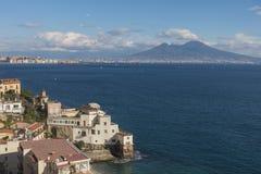 Paisaje con Nápoles y Vesuvio imagen de archivo