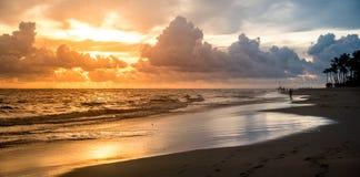Paisaje con puesta del sol brillante Imagen de archivo libre de regalías