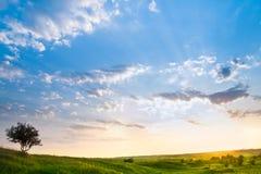 Paisaje con un cielo hermoso Imagen de archivo