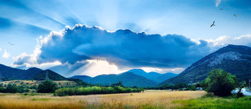 Paisaje con una nube Fotos de archivo libres de regalías
