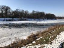 Paisaje congelado del río Imagen de archivo libre de regalías