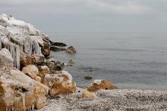 Paisaje congelado playa del invierno Fotos de archivo