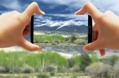 Paisaje coronado de nieve de la montaña foto de archivo