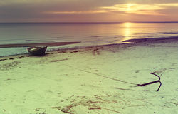 Paisaje costero con el barco de pesca Fotografía de archivo libre de regalías