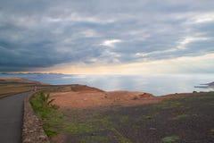 Paisaje costero de la isla de Lanzarote, España. Foto de archivo