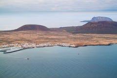 Paisaje costero de la isla de Lanzarote, España. Foto de archivo libre de regalías