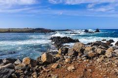 Paisaje costero en la isla de pascua, Chile fotos de archivo