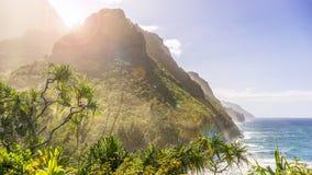 Paisaje costero hermoso con sol Foto de archivo