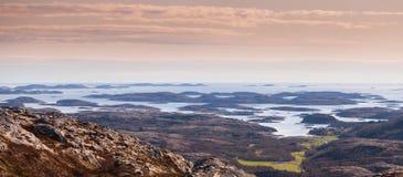 Paisaje costero noruego panorámico Fotos de archivo