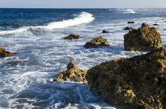 Paisaje costero por la tarde durante reflujo Imagen de archivo libre de regalías