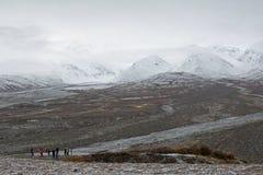 Paisaje de Alaska de la montaña en la primera nieve Imagen de archivo libre de regalías