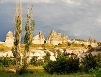 Paisaje de Cappadocia con las chimeneas de hadas Fotos de archivo libres de regalías