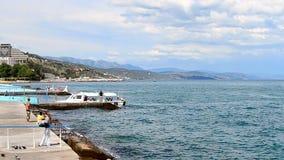 Paisaje de Crimea cerca del Mar Negro en Alushta, Ucrania, almacen de metraje de vídeo