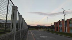 Paisaje de cuidad con un maravilloso cielo. Vista de la cuidad y el cielo juntos en una sola foto stock image