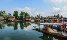 Paisaje de Dal Lake en Srinagar, la India fotografía de archivo libre de regalías