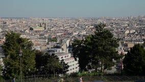 Paisaje de FRANCIA, PARÍS de Montmartre a los edificios, cacerola horizontal metrajes