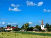 Paisaje de la aldea en Rumania imagen de archivo