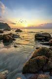 Paisaje de la belleza con salida del sol sobre el mar Imagenes de archivo