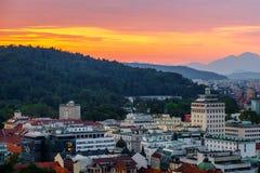 Paisaje de la capital eslovena Ljubljana en la puesta del sol; Eslovenia imagenes de archivo