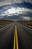 Paisaje de la carretera en la oscuridad Imagenes de archivo