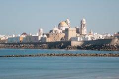 Paisaje de la catedral de Cádiz Fotos de archivo libres de regalías