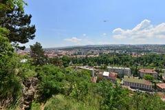 Paisaje de la ciudad de Cluj-Napoca de la colina de Cetatuia Foto de archivo libre de regalías
