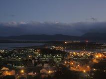 Paisaje de la ciudad de la noche, Ushuaia, la Argentina Imagen de archivo