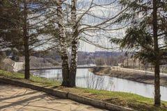 Paisaje de la ciudad de la primavera en el río Volga Rzhev, región de Tver Fotografía de archivo libre de regalías
