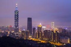 Paisaje de la ciudad de Taipei en la noche, Xiangshan admitido Foto de archivo libre de regalías