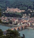 Paisaje de la ciudad del centro de Heidelberg, del castillo, y del puente del río Neckar Fotografía de archivo libre de regalías