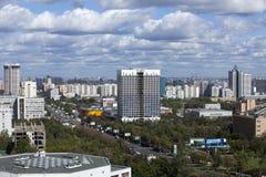 Paisaje de la ciudad - el sudoeste de Moscú. Rusia Imagen de archivo libre de regalías