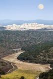 Paisaje de la ciudad en las montañas de Judean, Israel Imágenes de archivo libres de regalías
