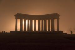 Paisaje de la ciudad en niebla Fotos de archivo libres de regalías