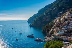 Paisaje de la ciudad de Positano en la costa de Amalfi, Campania foto de archivo