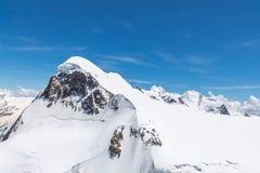 Paisaje de la cordillera en Cervino, Suiza imagen de archivo libre de regalías