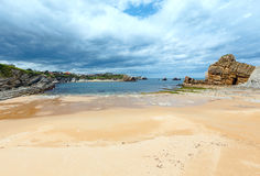 Paisaje de la costa costa de la playa de Arnia Fotografía de archivo